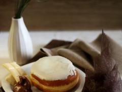 donut με επικάλυψη λευκής σοκολάτας
