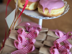 donuts με επικάλυψη φράουλας